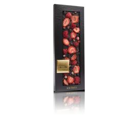 ChocoMe-Ciocolată neagră cu coacăze negre, felii de căpșuni și zmeură  110g
